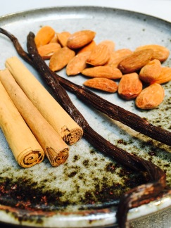 cannelle, vanille, amands